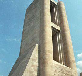 Het Oorlogsmonument, een indrukwekkend bouwwerk in Como