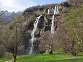 Watervallen bij het Comomeer