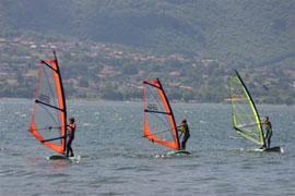 Windsurfen en kitesurfen op het Comomeer